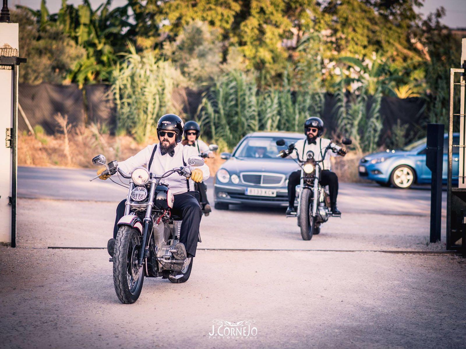 Entrada en boda en Harleys